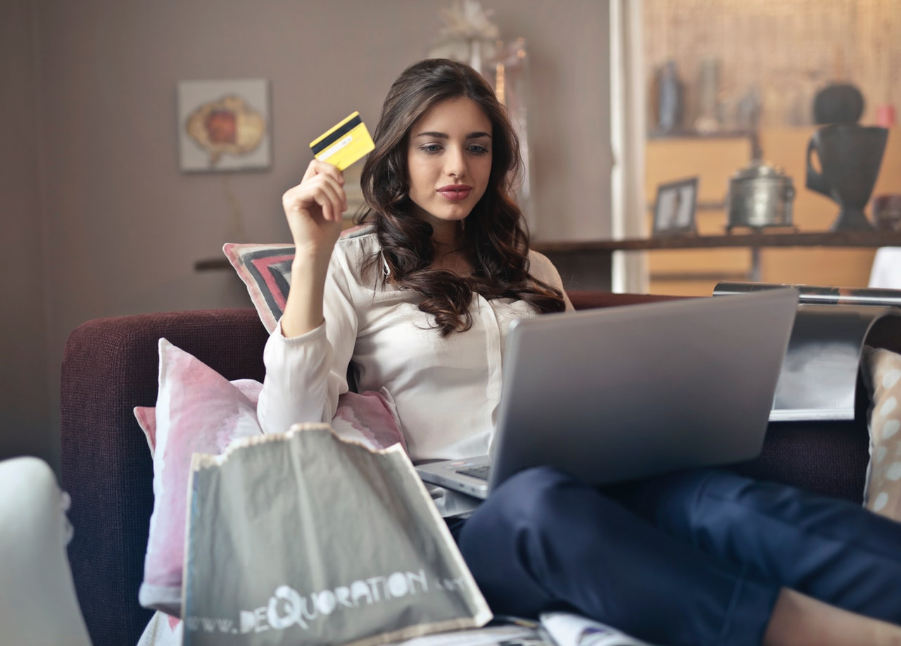 know the benefits and pitfalls of applying for your first credit card